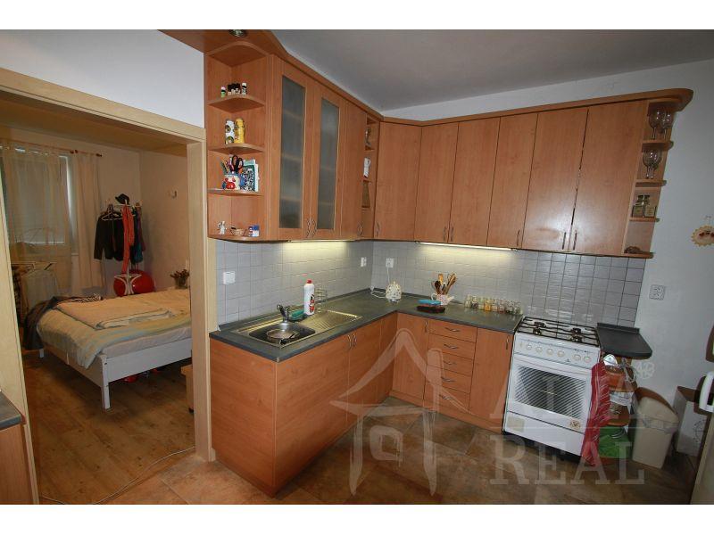 Byt 1+1 v RD v Židenicích, ul. Stejskalova, po rekonstrukci, vše nové, vytápění ústřední plynové, koupelna a samostatné WC      Brno