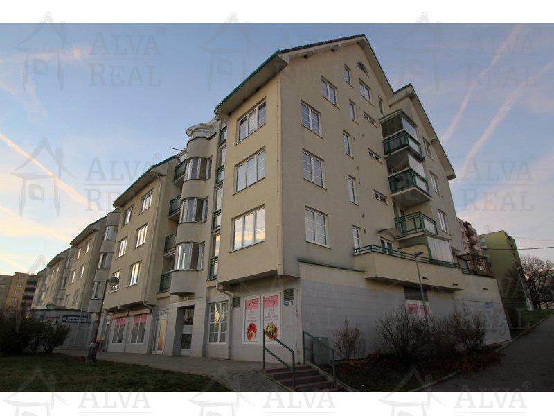 Pronájem krásného bytu 2+kk s lodžií, 78 m2, 2.NP, byt je cihlový a je vytápěn vlastním kotlem. |  | Brno