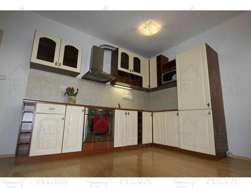 Pronájem prostorného bytu 2+kk s balkonem, 75 m2, V Újezdech, Brno - Medlánky, možnost na přání dovybavit