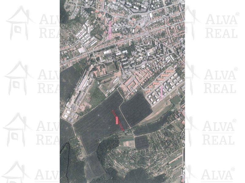 Pozemek - orná půda 3202 m2, do budoucna investice, na části možná výstavba