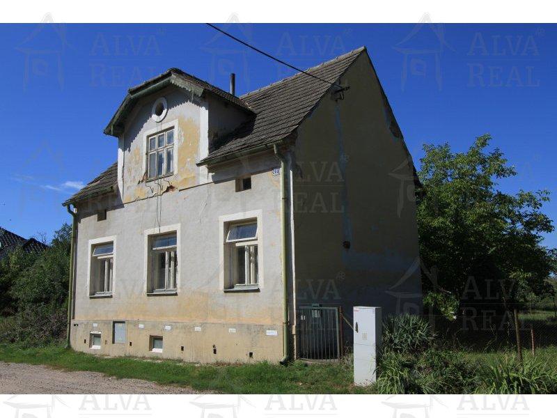 Samostatně stojící RD 2+1 Dyjákovice k rekonstrukci, plyn, voda, elektřina, WC, provizorní koupelna. |  | Dyjákovice