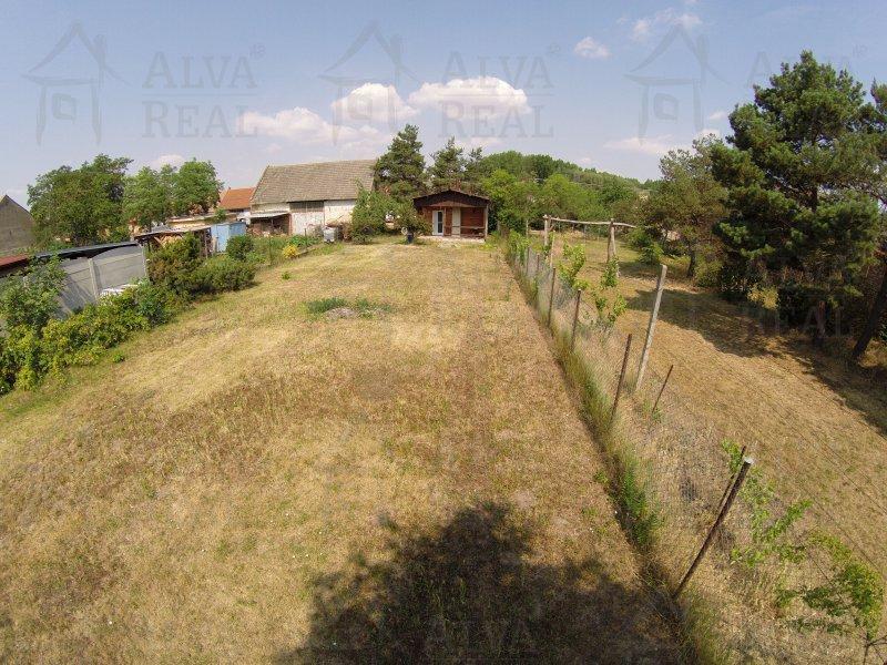 Pozemek na Jižní Moravě 450 m2 v Brodě nad Dyjí na výstavbu RD, nedaleko Novomlýnských nádrží, sítě na hranici pozemku
