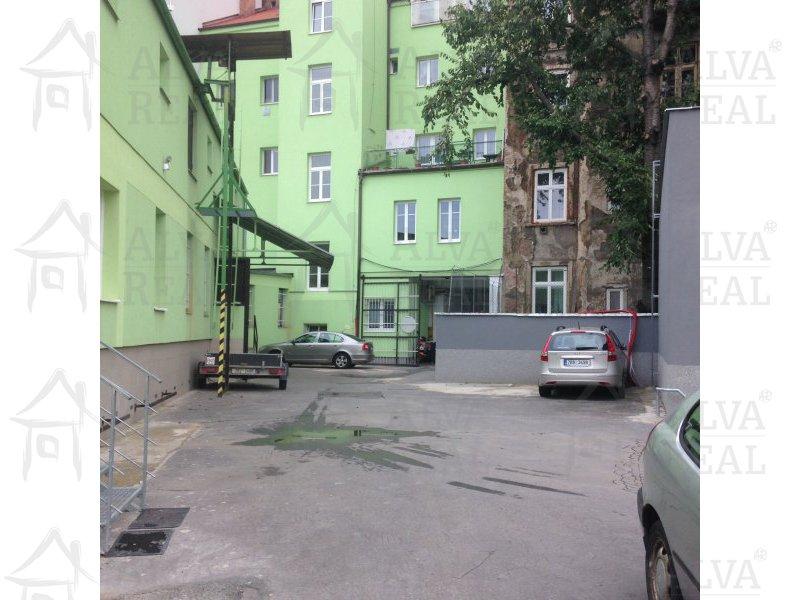Sklad 20 m2 v uzavřeném areálu u centra Brna, příjezd nákladním autem |  | Brno