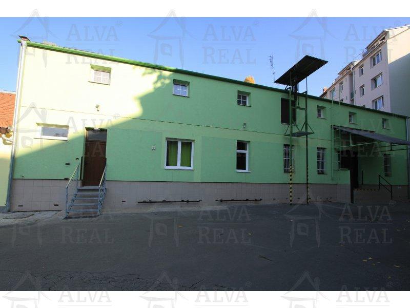 Skladové prostory v centru města, ul. Štěpánská. Výměra 38,8 m2. Uzavřený areál, možnost vjezdu nákladních aut. |  | Brno
