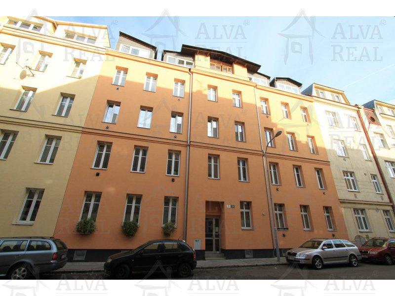 Ideální pro rychlé spojení s centrem - bydlení u řeky nedaleko centra v OV 2+1 na ulici Klíčová, 2. patro s výtahem, 52 m2. |  | Brno
