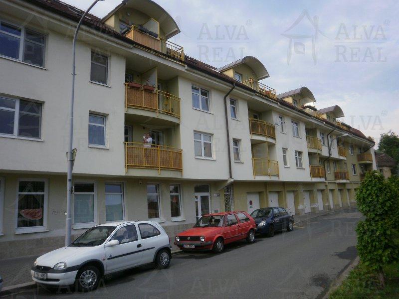 Pronájem zařízeného bytu 1+kk v Brně na ul. Mlýnské nábř., CP 25 m2, balkon, výtah.Volný od 3/2018. |  | Brno