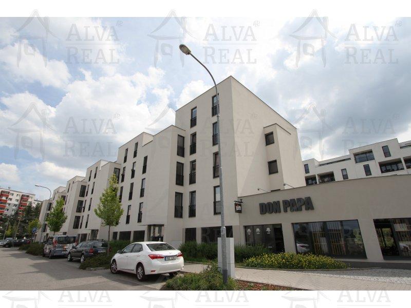 Pronájem bytu 3+kk v Brně, Bystrci, ul. Nad přehradou, 63 m2, zařízené, včetně garážvého stání.