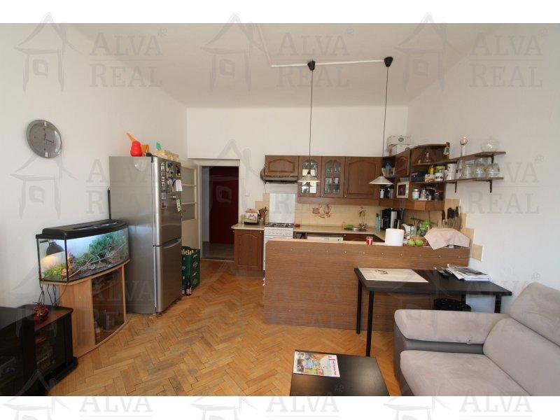 Dlouhodobý pronájem bytu 4+kk (3+1) v Brně na ul. Štěpánská, CP 87 m2, cihla, 3.p., plast. okna, volný od 11/2018.