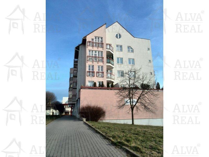Pronájem bytu 2+1 Brno Líšeň, ul. Kotlanova, CP 75 m2, 2 lodžie.
