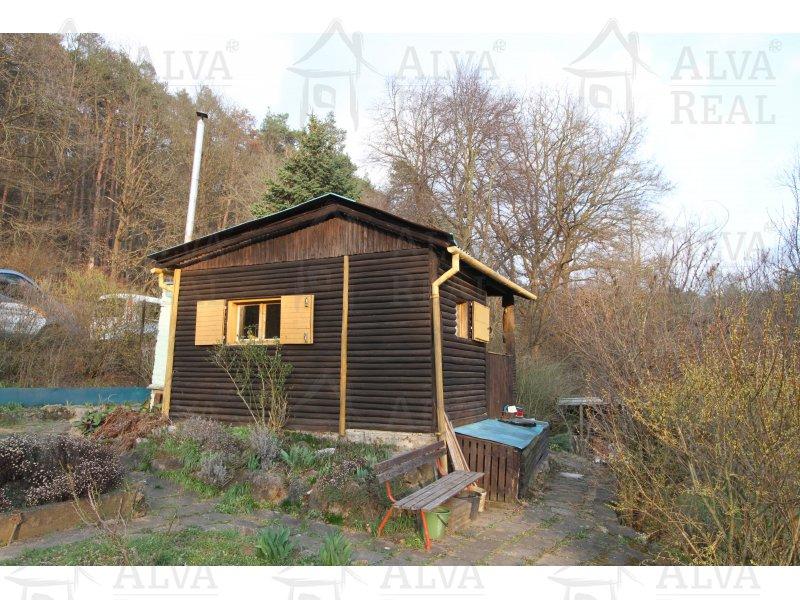 Chata s pozemkem v Jehnicích v malebném údolí Ponávky, zast. pl. 18 m2, zahrada 851 m2.