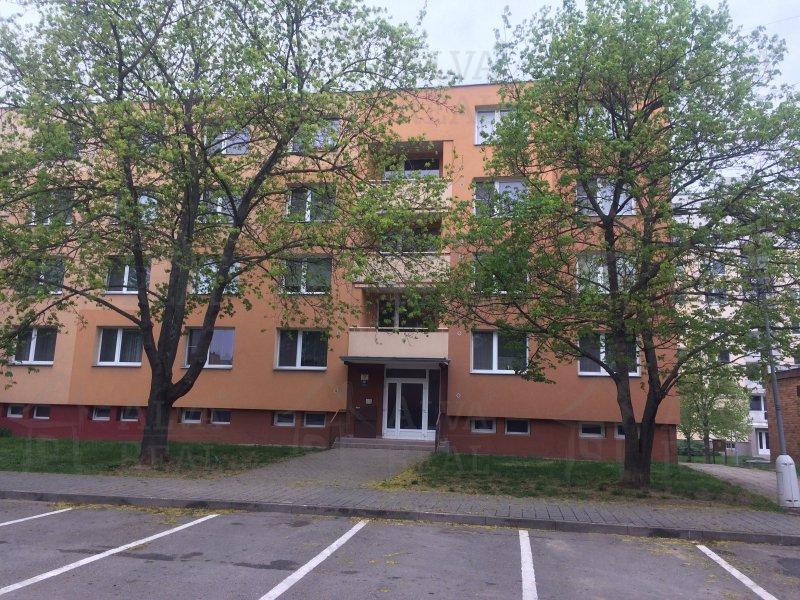 Pronájem bytu 2+1, 62 m2 v Brně - Chrlicích, ulice Šromova. Byt má balkon.