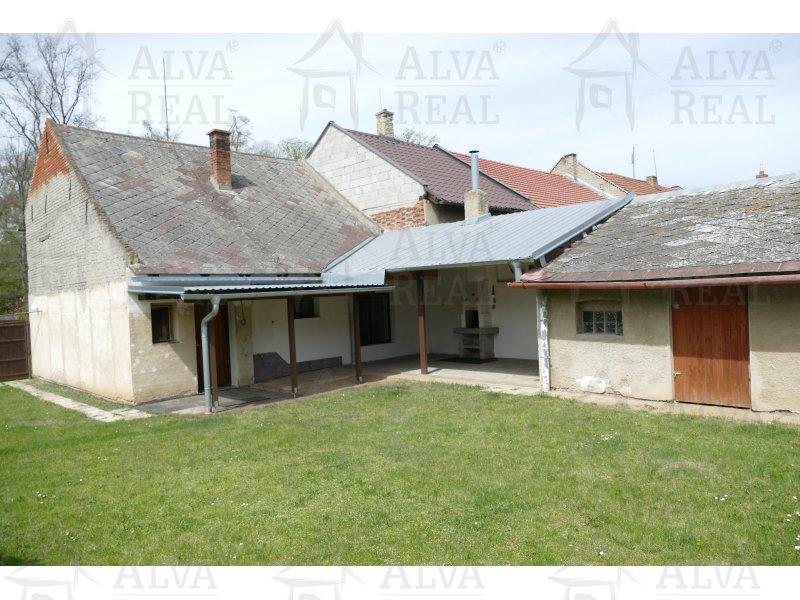 RD/chalupa v obci Uhřice ( KM ) 2+1, CP 1.508 m2, el., voda, dobrý stav, okraj obce, rovina.