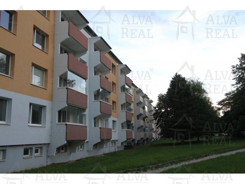 Krásný byt 2+1 v Jihlavě po rekonstrukci s balkonem a výhledem do zeleně, 2. patro, 57 m2.