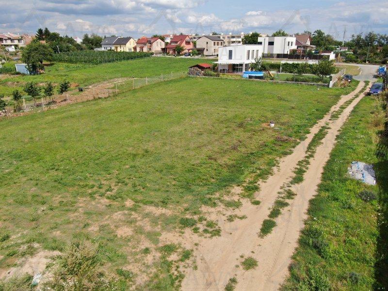 Zasíťovaný, rovinatý, čtvercový pozemek 745 m2 v Ořechově u Brna (u Želešic)včetně projektu a dokumentace pro stavební povolení.