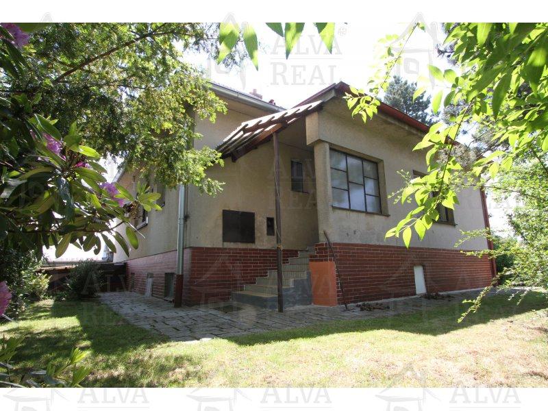Dům 5+1 v Hosově, zastavěná plocha 117 m2, možnost 3 garáží, zahrada 861 m2, ÚT plyn, nová střecha |  | Jihlava