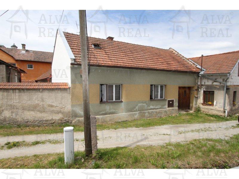 Rodinný dům 3+1 v Batelově s pozemkem 251 m2, v krásném místě u potoka, ihned obyvatelný, koupelna, ÚT na plyn. |  | Batelov