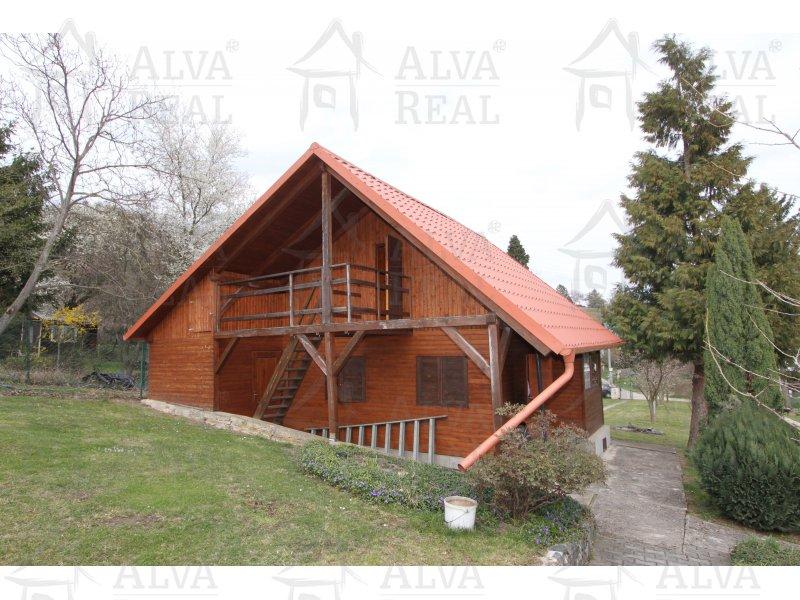 Pozemek s chatou v Želešicích, zast. pl. 27 m2 plus přístavky, elektřina, voda, plyn.