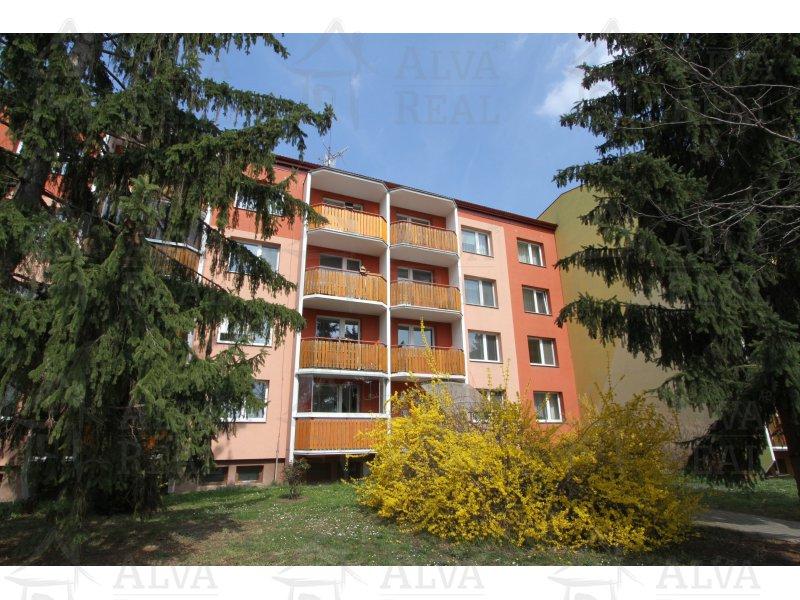 Byt 1+1 v OV Prostějov, ulice Edvarda Valenty, 1. patro ze 4 pater, panelový byt s původním jádrem, balkon.