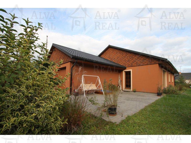 Nabízíme k pronájmu novostavbu RD 4+kk o velikosti 115 m2 v obci Lipová - Lázně.