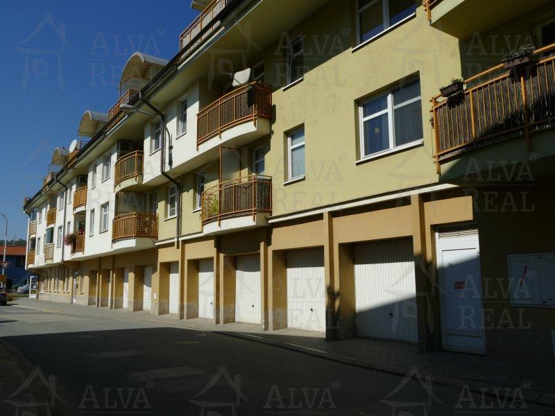 Dlouhodobý pronájem bytu 1+kk v Brně Obřanech na ul. Mlýnské nábřeží, balkon, výtah.