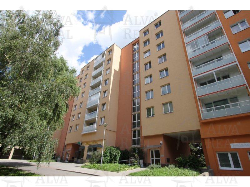 Byt v OV 3+1 ve Starém Lískovci, ul. Mikuláškovo náměstí, 6. patro, lodžie, výměra 59,57 m2 plus lodžie a sklep.
