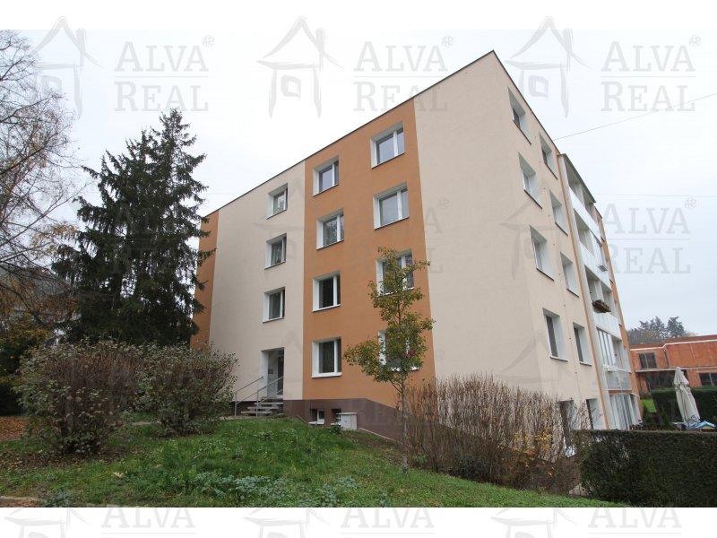 Byt 2+1 v OV v Jundrově, ul. Šeříková, celková výměra 61,18 m2, lodžie 3,75 m2.      Brno