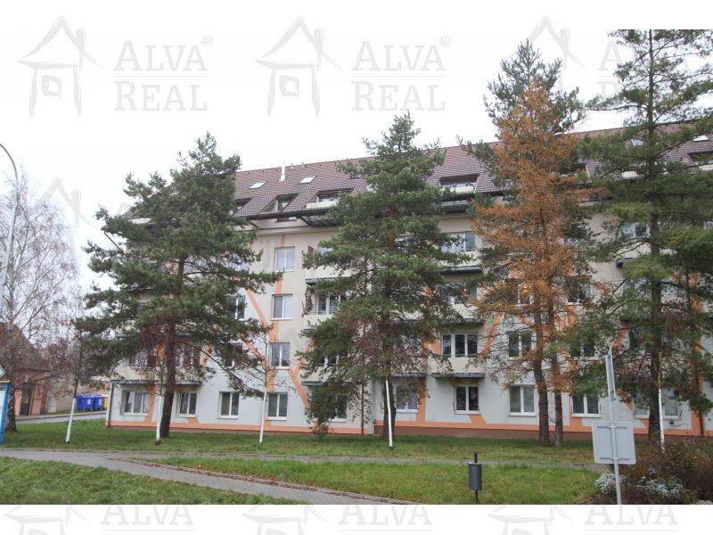 Mezonetový byt 4+kk v Tišnově, ul. Jamborova, 4. patro, byt ve 4. patře a dále podkrovní prostor.
