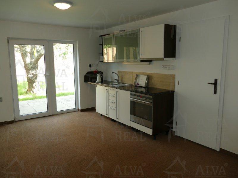 Dlouhodobý pronájem bytu 2+kk se zahrádkou v Modřicích, volný od 5.5.2021 |  | Modřice