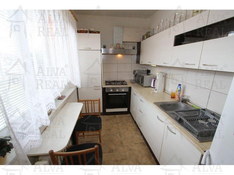 Nabízíme Vám byt 3+1 v osobním vlastnictví v přízemí v Hodoníně, ul. Družstevní čtvrť, 82 m2. |  | Hodonín