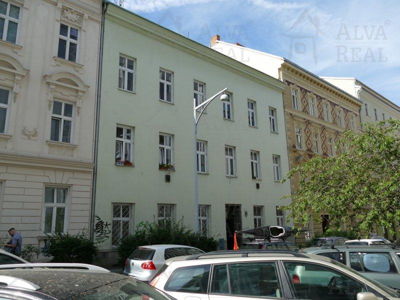 Dlouhodobý pronájem bytu 2+1 v Brně na ul. Anenská, CP 55,5 m2, možnost užívání zahrádky ve vnitrobloku. |  | Brno