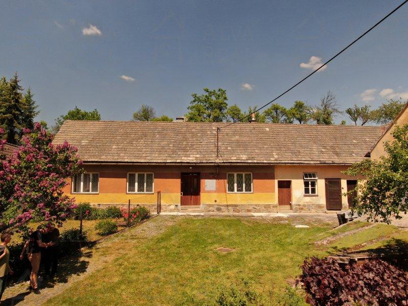Nabízíme Vám chalupu nebo dům 2,5 +1 k rekreaci nebo bydlení v Jasenici, plyn, elektřina, kanalizace.