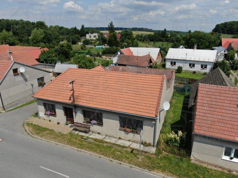 Nabízíme Vám dům 4+1 v Brodku u Konice se zahradou a stodolou za domem, dále navazující zahradou. Pozemek celkem 545 m2 |  | Brodek u Konice