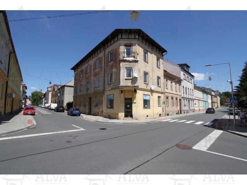 Nabízíme k prodeji část bytového domu v Šumperku.