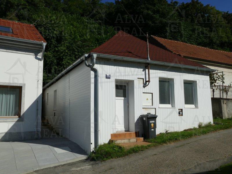 RD 2+kk v obci Šitbořice, všechny IS, dvůr, parkovací místo.